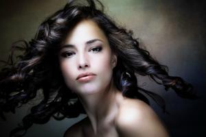 Fryzury, które wyszczuplają - sprawdź nowe trendy