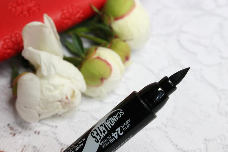 Rimmel-eyeliner-w-pisaku