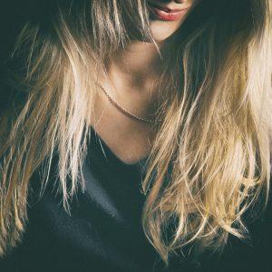 myć włosy
