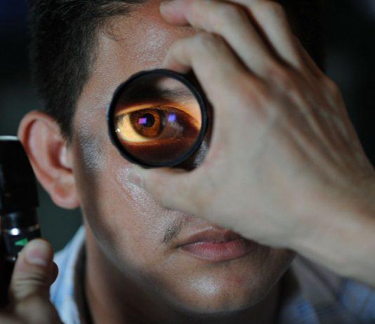 kiedy trzeba wybrać się do okulisty