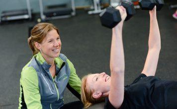 jak ćwiczyć na siłowni