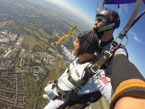 skok ze spadochronem