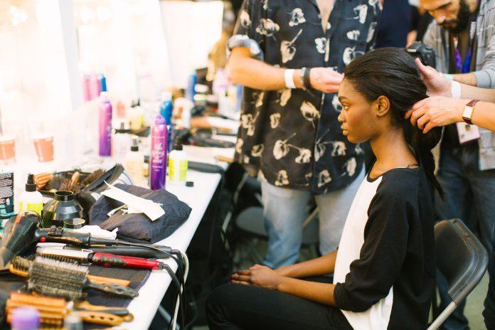 jak utrwalić fryzurę