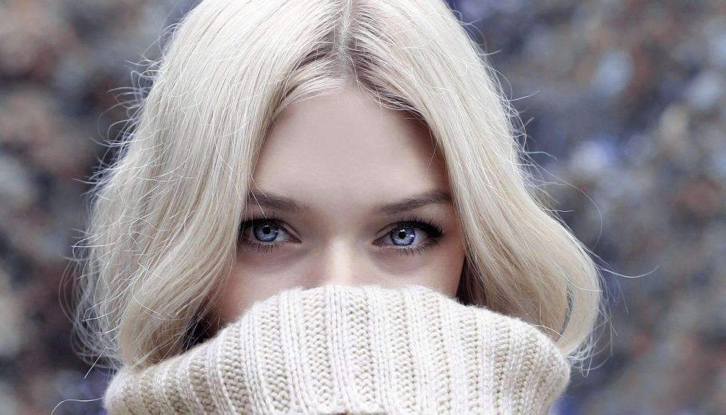 Krótko mówiąc, dla wielu z nas jest to pora, kiedy skupiamy się na utrzymaniu ciepłoty ciała, niekoniecznie na modzie. Jak dobrze wyglądać zimą?