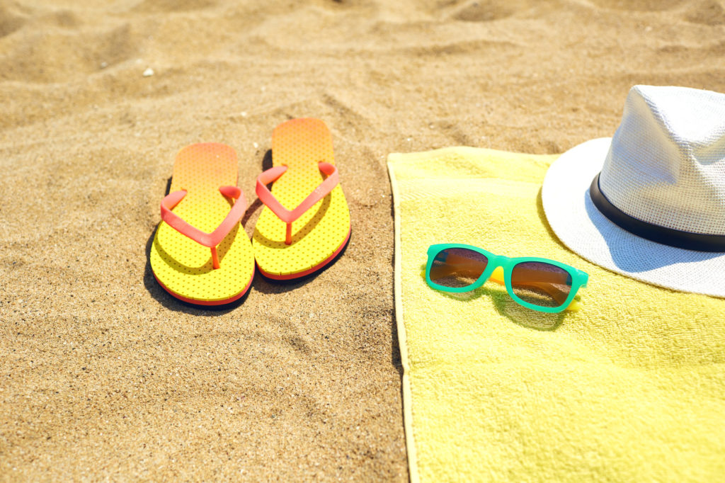 Damskie klapki – jak nosić je latem