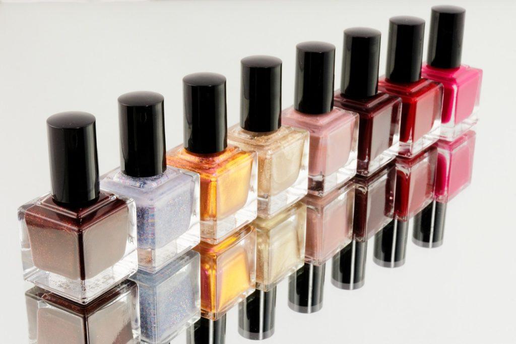 Jak dobierać kolor lakieru do paznokci