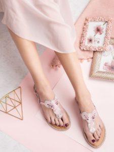 sandały typu japonki