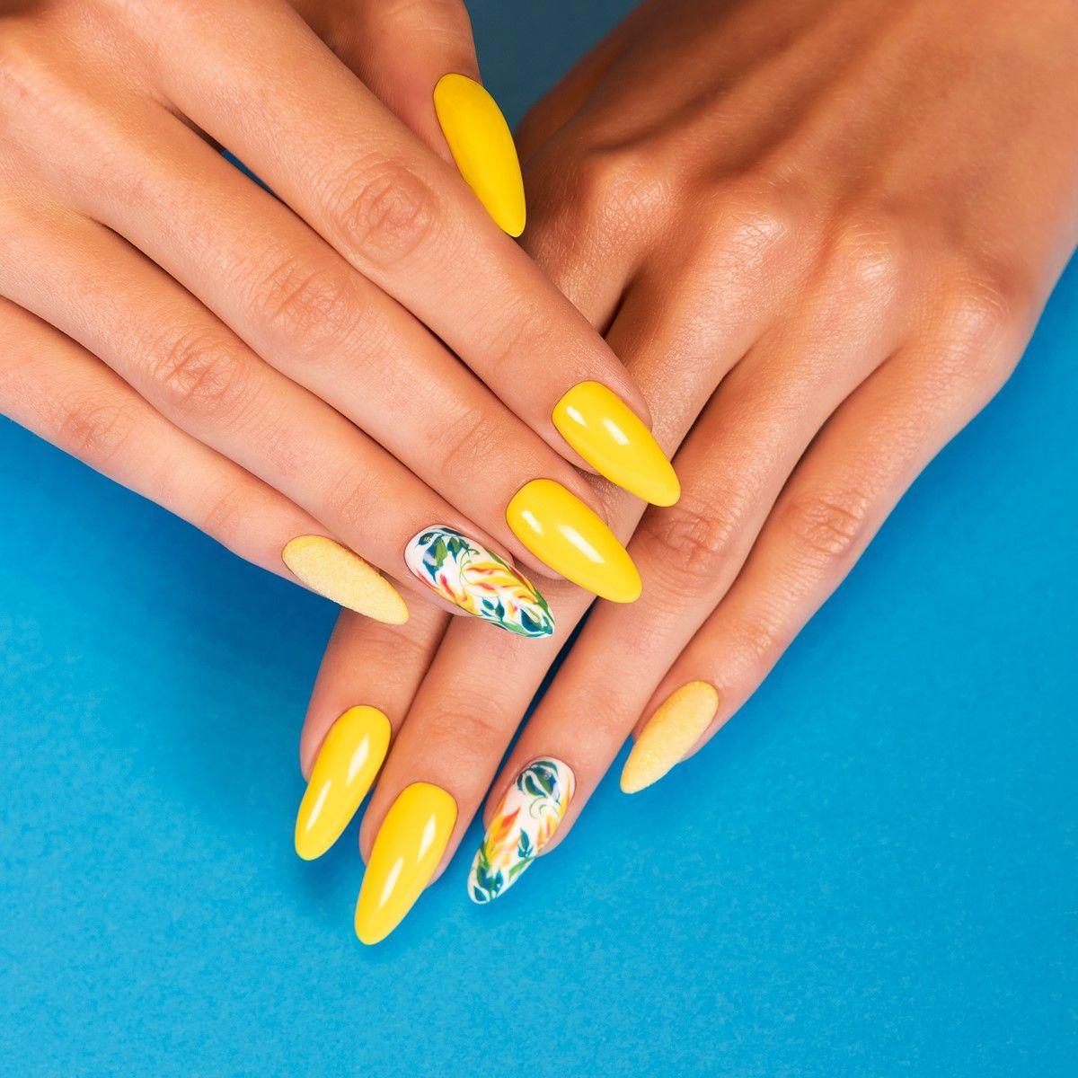 5 slonecznych paznokci na wakacje zolte paznokcie hybrydowe