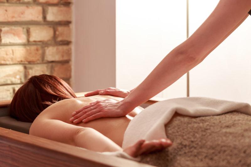 masaż z piaskiem kwarcowym