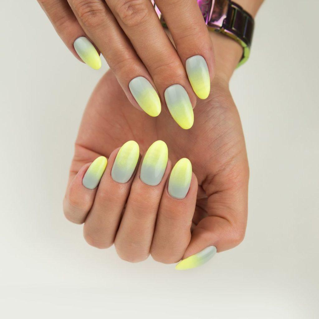 paznokcie szaro żółte