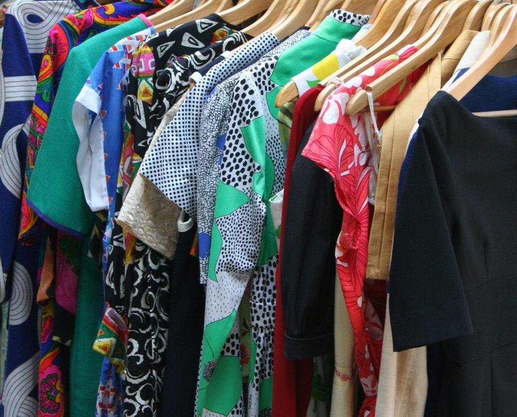 Szafa pełna ubrań