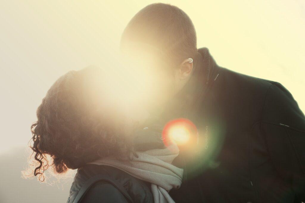 Urocze rzeczy, które robi zakochany facet