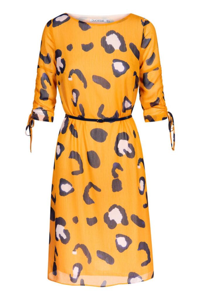żółta sukienka w panterkowe cętki