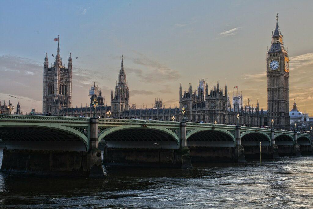 Oburzające podejście Wielkiej Brytanii w sprawie koronawirusa