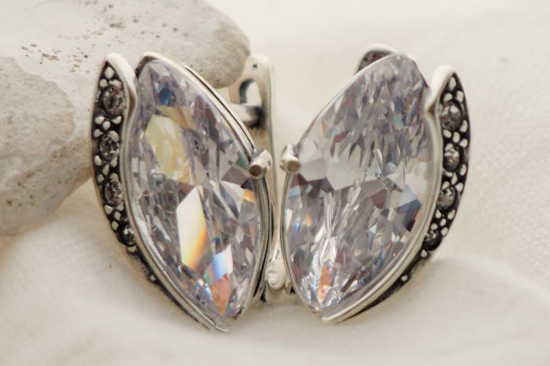 srebrne kolczyki z kryształkami