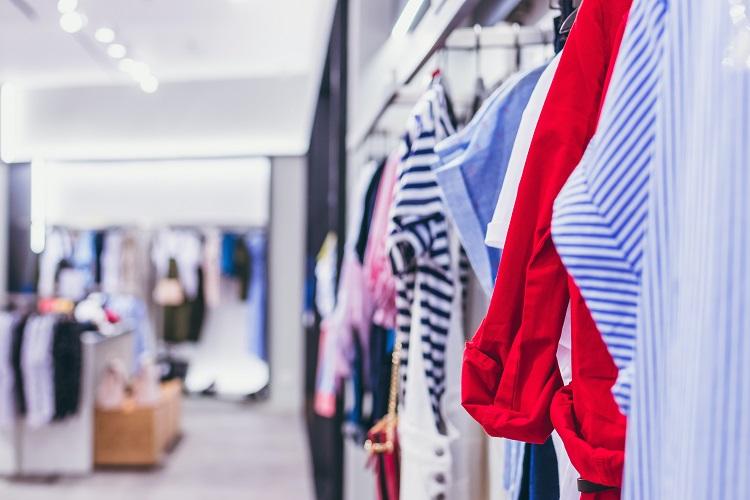 Światło w przymierzalni zakłamuje odbiór ubrania