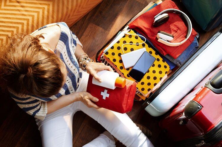 Planujesz wakacyjny wyjazd? Nie zapomnij o podręcznej apteczce!
