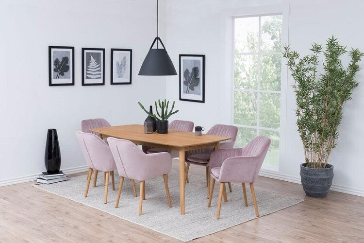 Jak dbać o krzesła tapicerowane