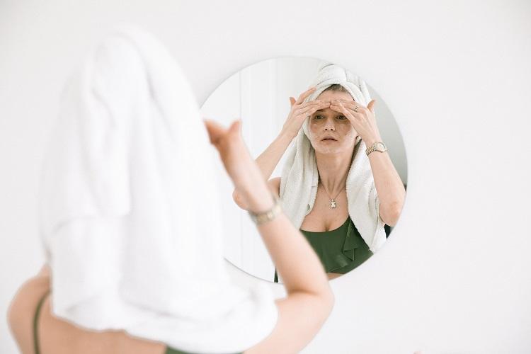 Minimalizm w pielęgnacji twarzy