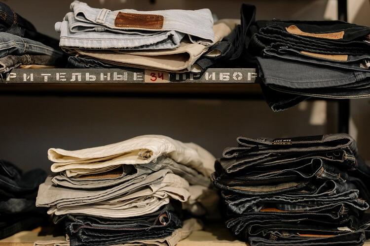 Moda na zakupy w second handach