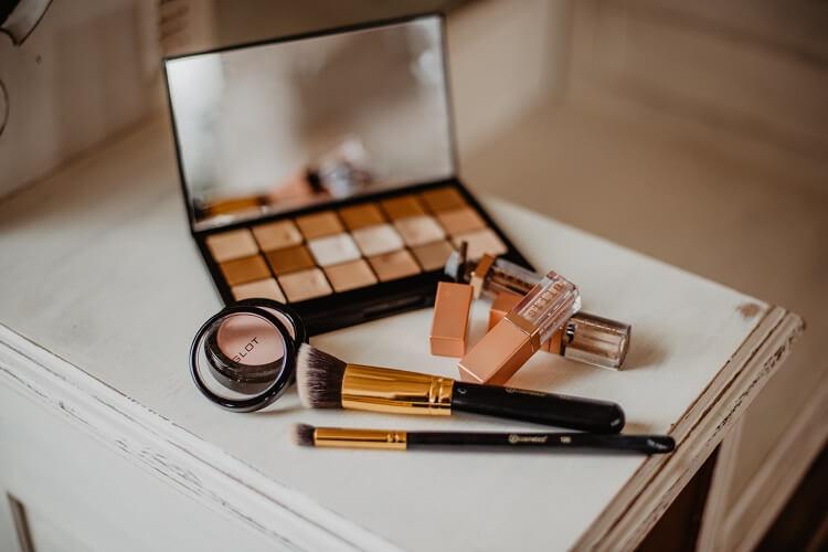 Jak często myć pędzle do makijażu