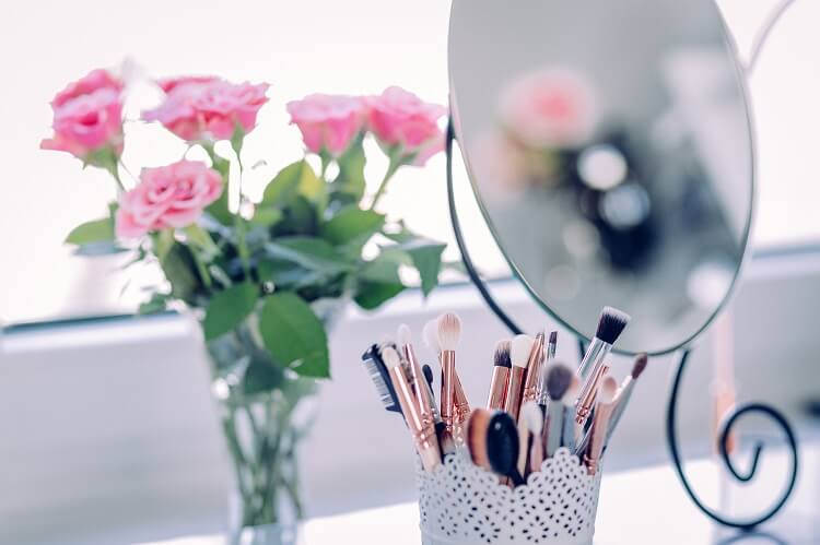Jak czyścić akcesoria do makijażu