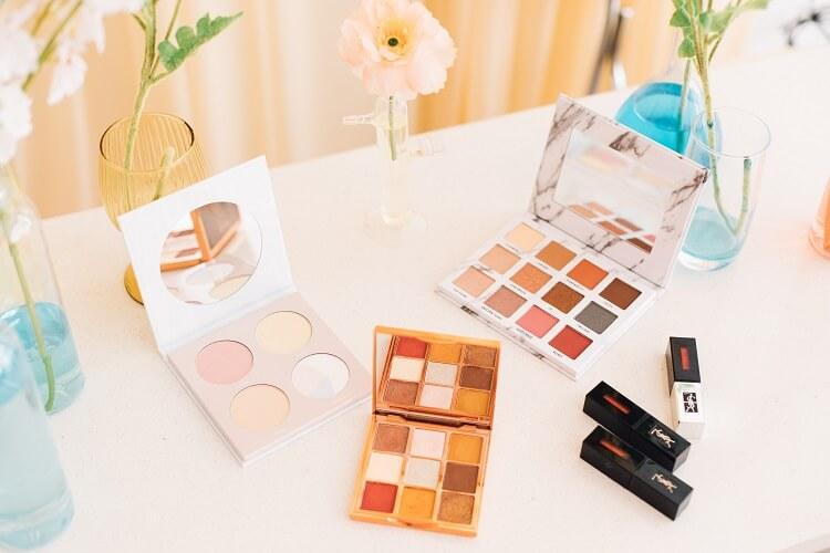 Różne typy urody i dobór kolorów do makijażu